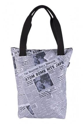 حقيبة يد نسائية بطبعة صحيفة