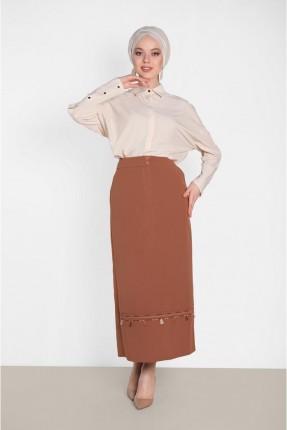 تنورة طويلة مزينة بشراشيب