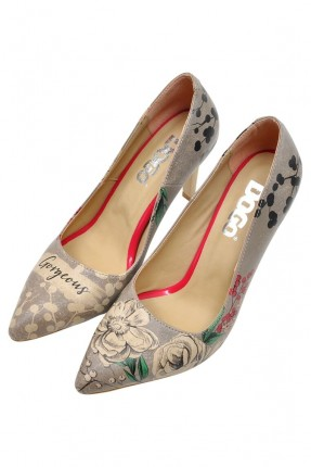 حذاء نسائي بطبعة ورود