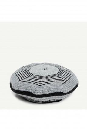 قبعة نسائية مخططة