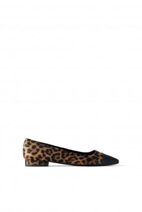 حذاء نسائي بنقشة جلد الفهد