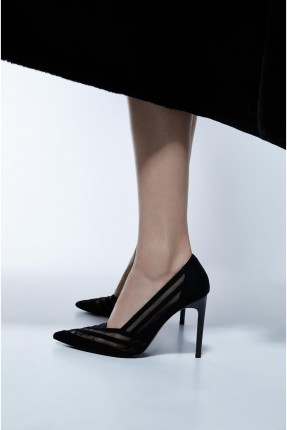 حذاء نسائي بخطوط شبك