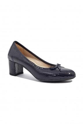 حذاء نسائي جلد مزين ببيون