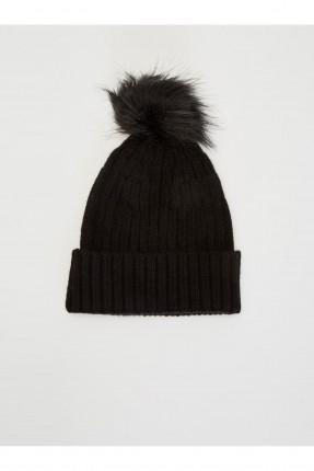 قبعة نسائية مزينة ببون بون
