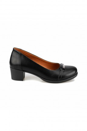 حذاء نسائي كلاسيكي