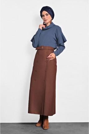 تنورة طويلة مزينة بازرار امامية