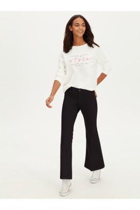 بنطال جينز نسائي بموديل اسباني