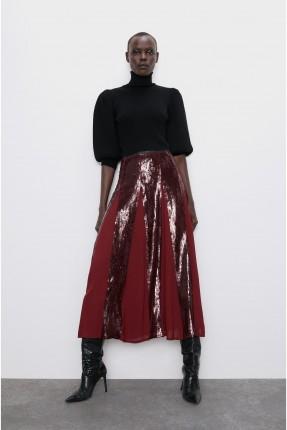 تنورة طويلة مزينة بالترتر