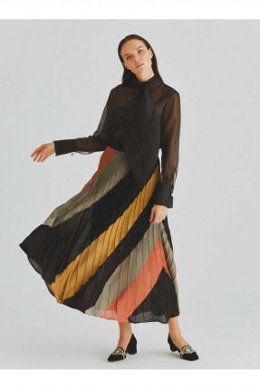 تنورة طويلة ملونة مع كسرات