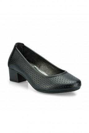 حذاء نسائي سبور منقط