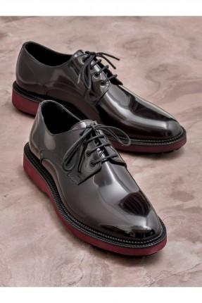 حذاء رجالي ذو لمعة