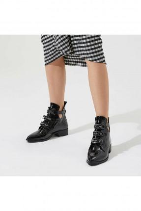 حذاء نسائي ذو لمعة