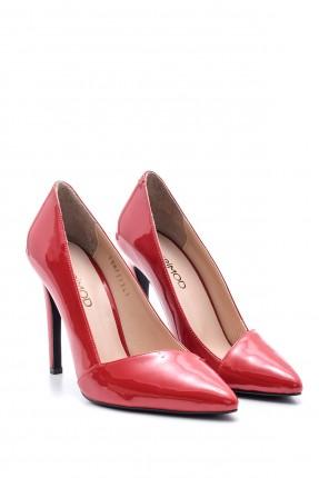 حذاء نسائي بكعب مسماري