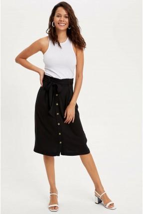 تنورة قصيرة بزم عند الخصر