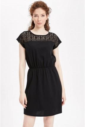 فستان سبور مفرغ عند الصدر