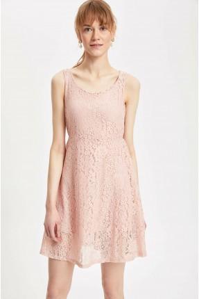 فستان سبور مزين بدانتيل