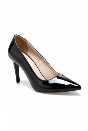 حذاء نسائي ذات لمعة