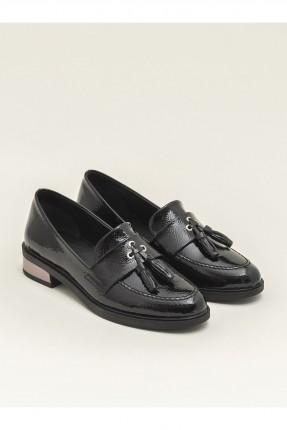 حذاء نسائي بشراشيب