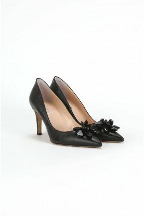 حذاء نسائي مزين بوردة ستراس