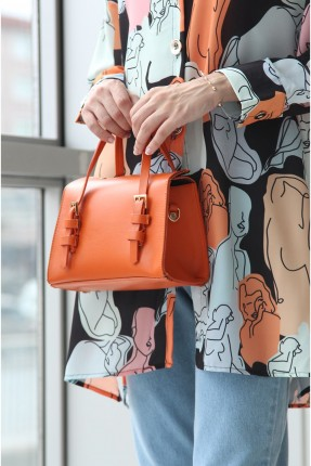 حقيبة يد نسائية بموديل حزام