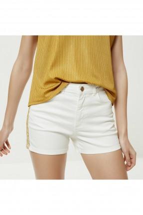 شورت نسائي جينز بزخرفة على الجوانب