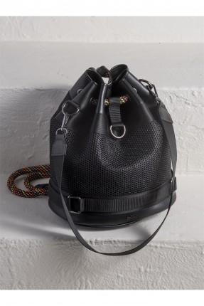 حقيبة ظهر نسائية مزينة بحبل ملون