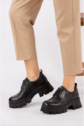 حذاء نسائي جلد برباط