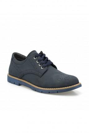 حذاء رجالي مزين بزخرفة من الثقوب