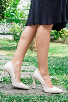 حذاء نسائي بكعب مفرغ