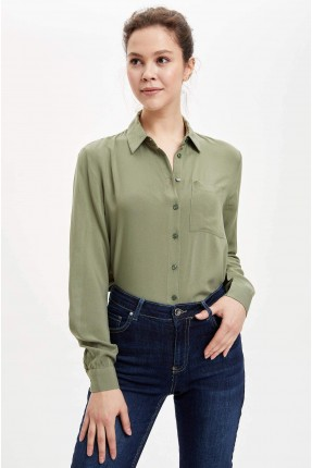 قميص نسائي بياقة بولو