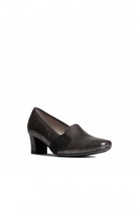 حذاء نسائي بمطاط على الجوانب