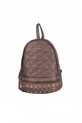 حقيبة ظهر نسائية مزينة بقطع معدنية