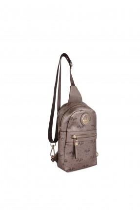حقيبة ظهر نسائية مزينة بقطعة معدنية