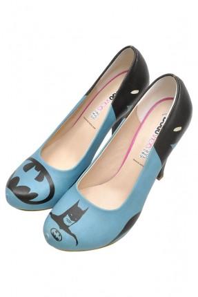 حذاء نسائي بطبعة باتمان