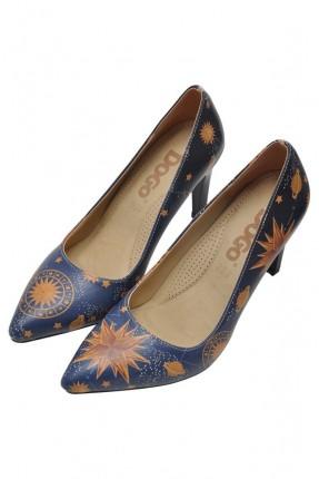 حذاء نسائي بطبعة نجوم وكواكب