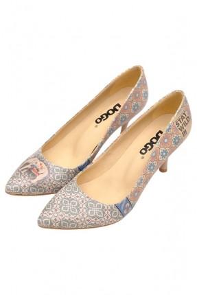 حذاء نسائي بطبعة زخرفة