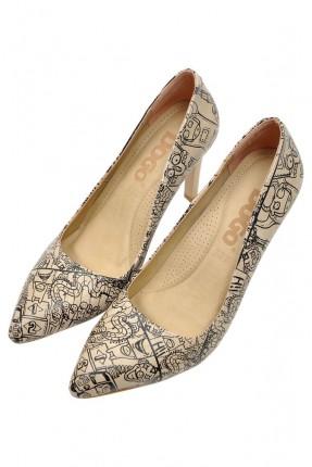 حذاء نسائي مزين برسمات