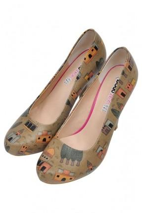 حذاء نسائي بطبعة بيوت ملونة