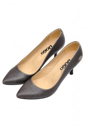 حذاء نسائي بكعب مسمار