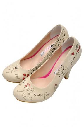 حذاء نسائي مزين برسومات