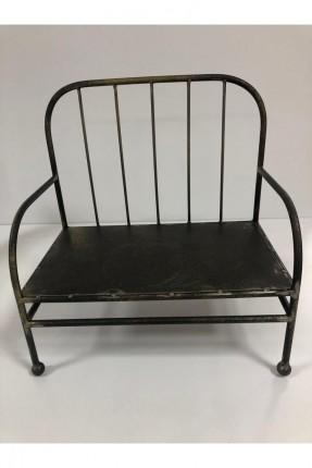 صمدية معدن شكل كرسي
