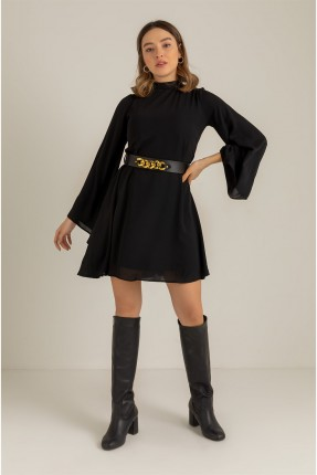 فستان سادة اللون وفتحة على الظهر - اسود