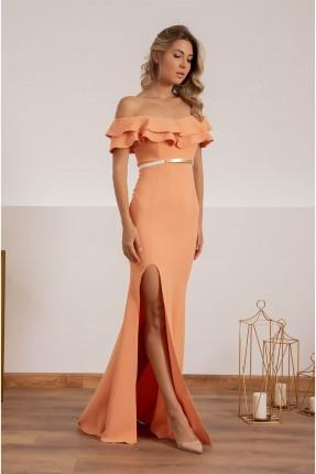 فستان رسمي بطبقات عند الصدر