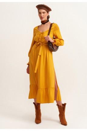 فستان طويل بحزام مزين بفتحة