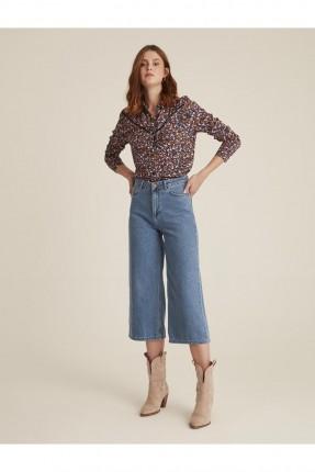 بنطال جينز نسائي قصير واسع