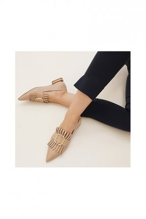 حذاء نسائي كلاسيكي مزين باكسسوار