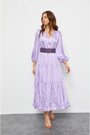 فستان طويل بنمط مكشكش