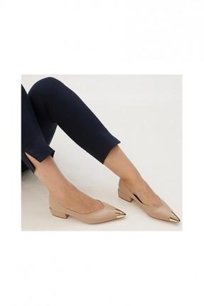 حذاء نسائي مزين من الامام - بيج