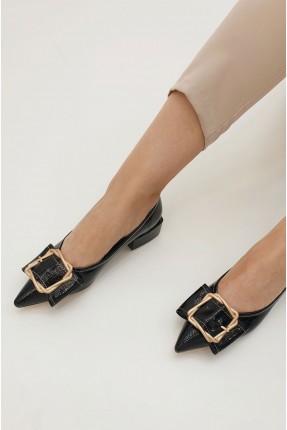 حذاء نسائي مزين باكسسوار من الامام