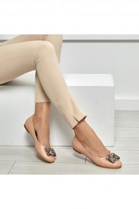 حذاء نسائي مزين باكسسوار
